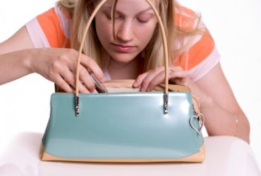 Image of a Eleven safety items you should carry in your purse!