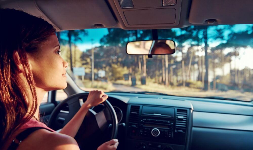 hispanic woman driving an automatic car